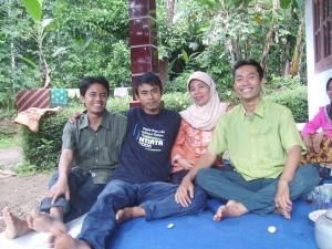 Ibuku dan tiga anaknya